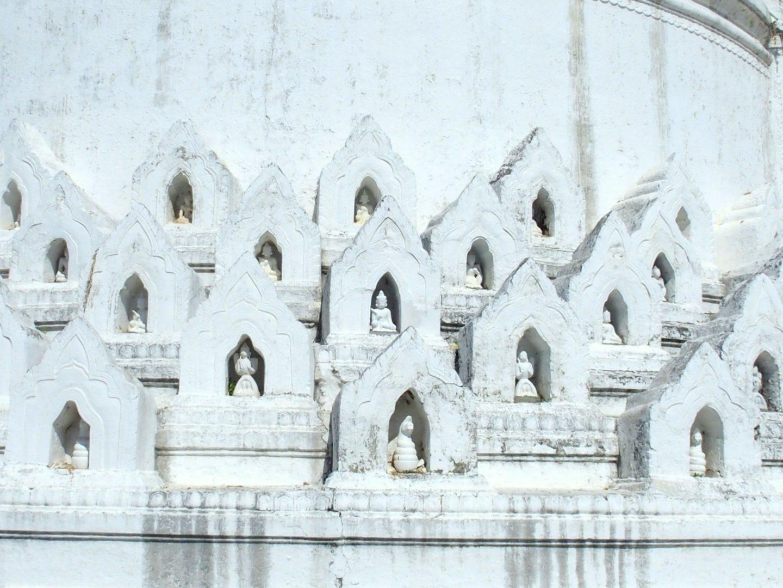 Niches divinités pagode Hsinbyume Mingun Birmanie