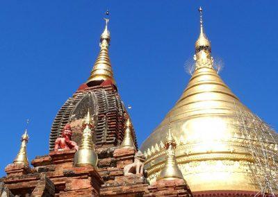 Pagode et statues Bagan Birmanie