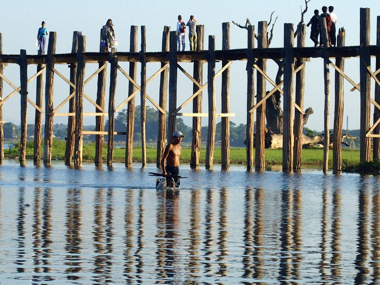 Pêcheur pont U Bein Amarapura Birmanie