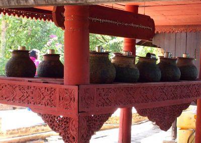 Pichets à eau temples Bagan Birmanie