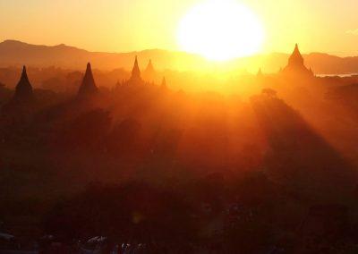 Soleil couchant sur Bagan Birmanie
