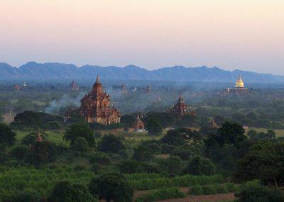 Temples dans la plaine Bagan Birmanie