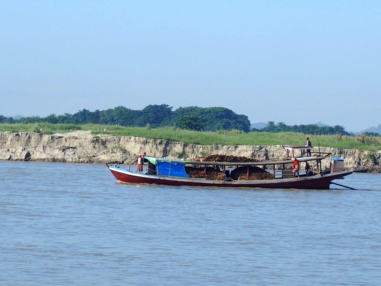 Transport matériaux Mingun Birmanie