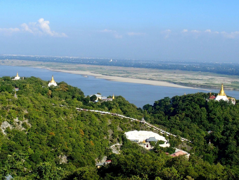Vue de la colline de Sagaing Birmanie