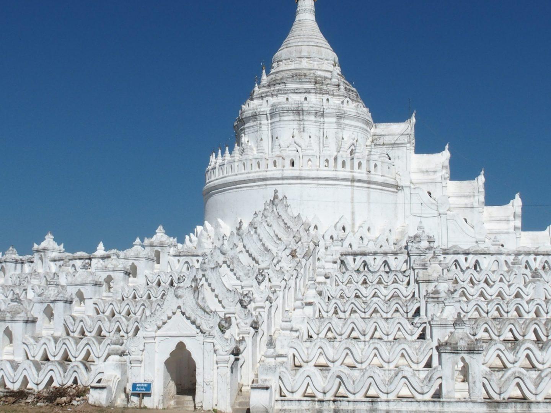 Vue sur pagode Escalier et chinthes stupa pagode Hsinbyume Mingun Birmanie