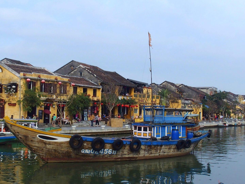 Bateaux dans ville Hoï An Vietnam