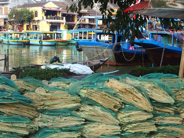 Bateaux pêche et filets port Hoï An Vietnam