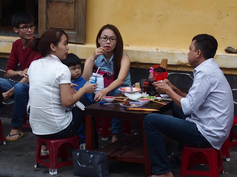 Déjeuner en famille au marché Hoï An Vietnam