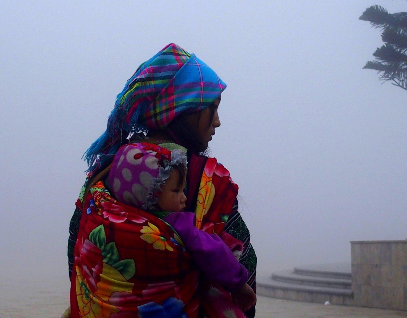 Femme et bébé Hmong Sapa Vietnam