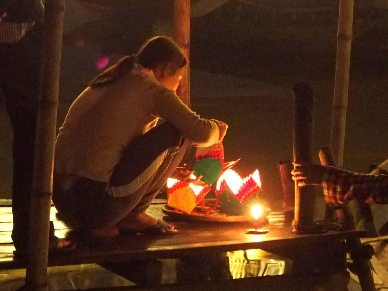 Jeune femme aux lampions Hoï An Vietnam