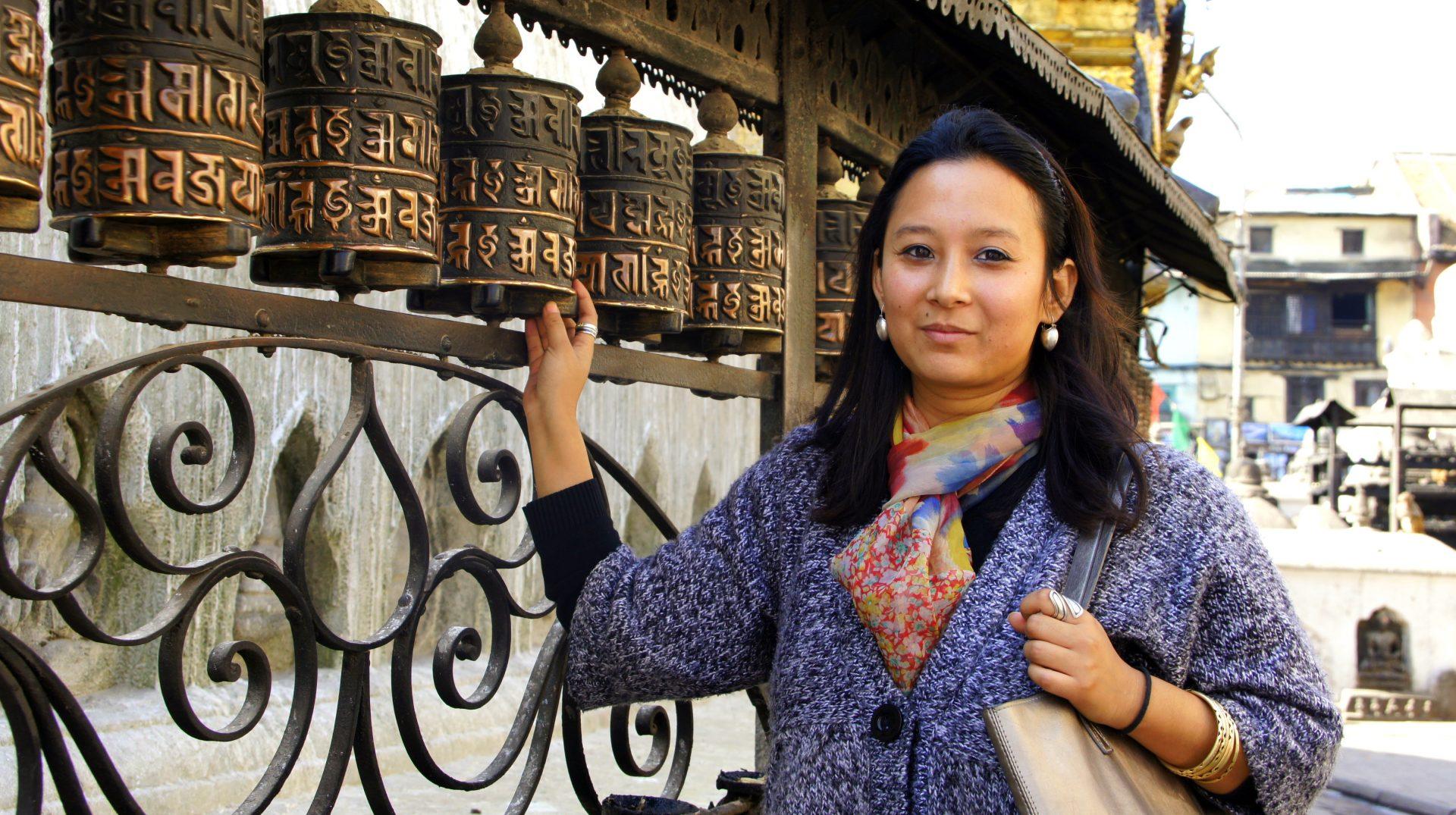 Karishma et moulins à prière Swayambhunath Népal