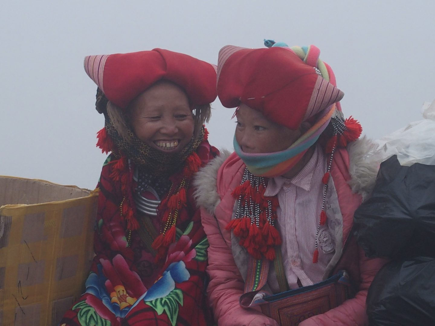 Discussion dans le brouillard Sapa Vietnam
