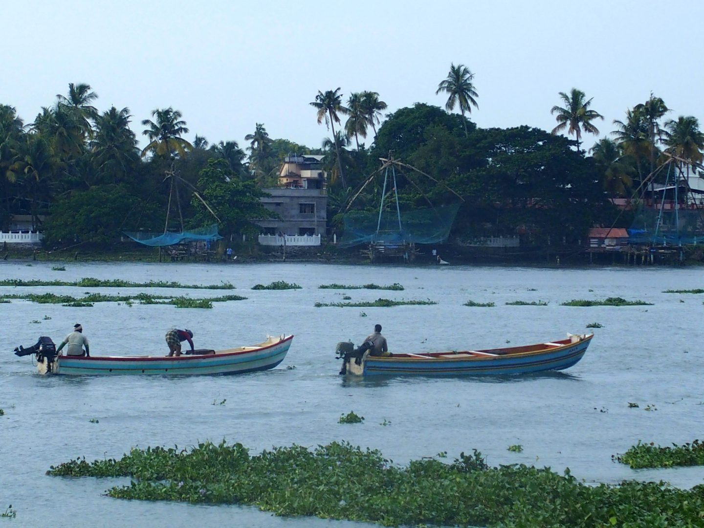 Barques et filets chinois pêche Cochin Kerala Inde