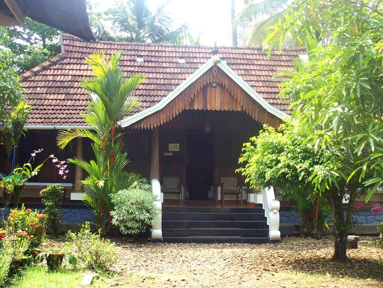 Entrée de ma chambre Nelpura Heritage Homestay Kerala Inde