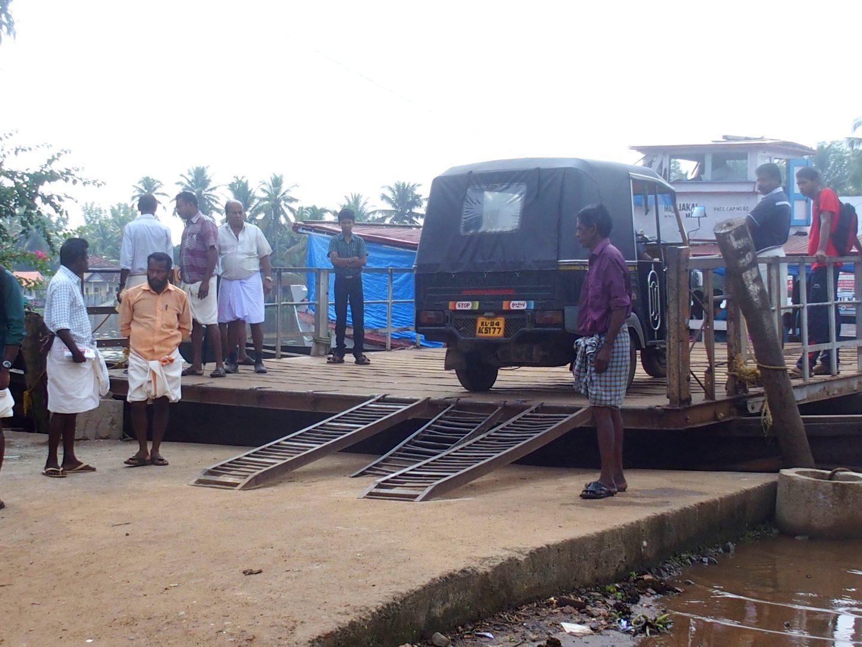 Hommes en lunghi Kerala Inde