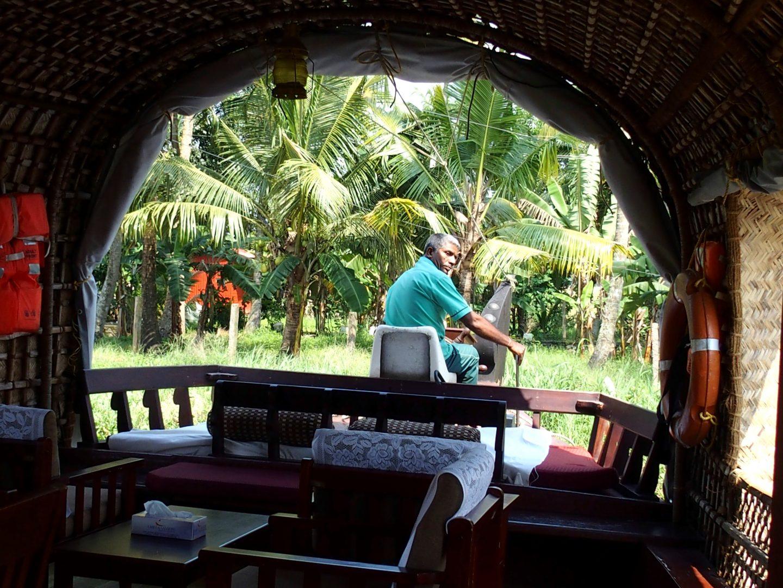 Pilote du house-boat Allepey Kerala Inde