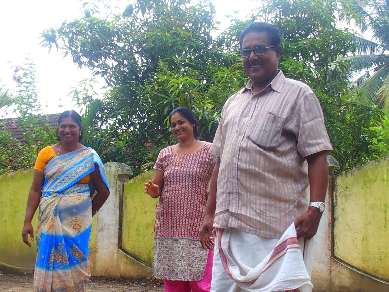Propriétaires et Mandjoura Nelpura Heritage Homestay Kerala Inde