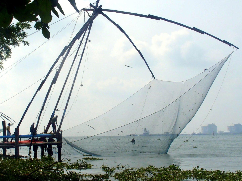Relève d'un filet de pêche à Cochin Inde