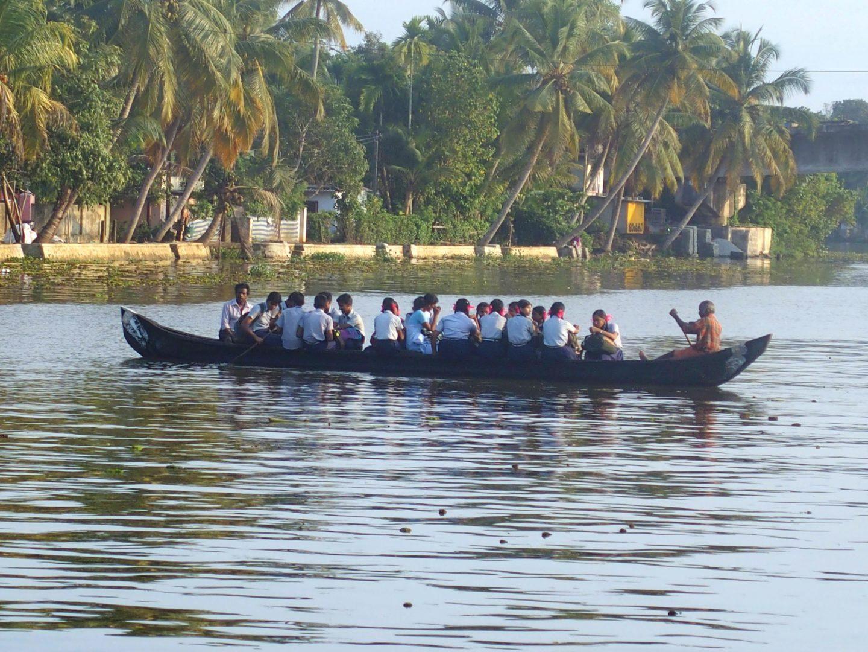 Transport d'élèves backwaters Allepey Kerala Inde