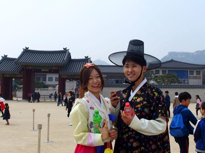 Couple en habit traditionnel Seoul Corée du sud