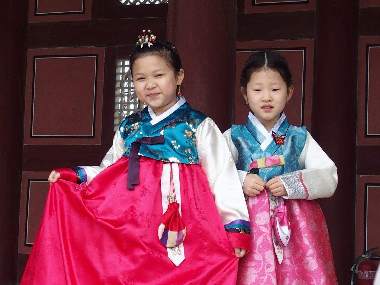 Fillettes en costume traditionnel Corée du sud