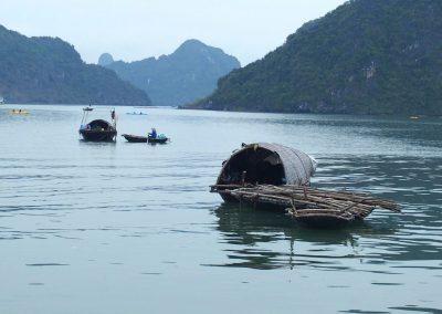 Barques de pêcheurs Baie d'Halong Vietnam