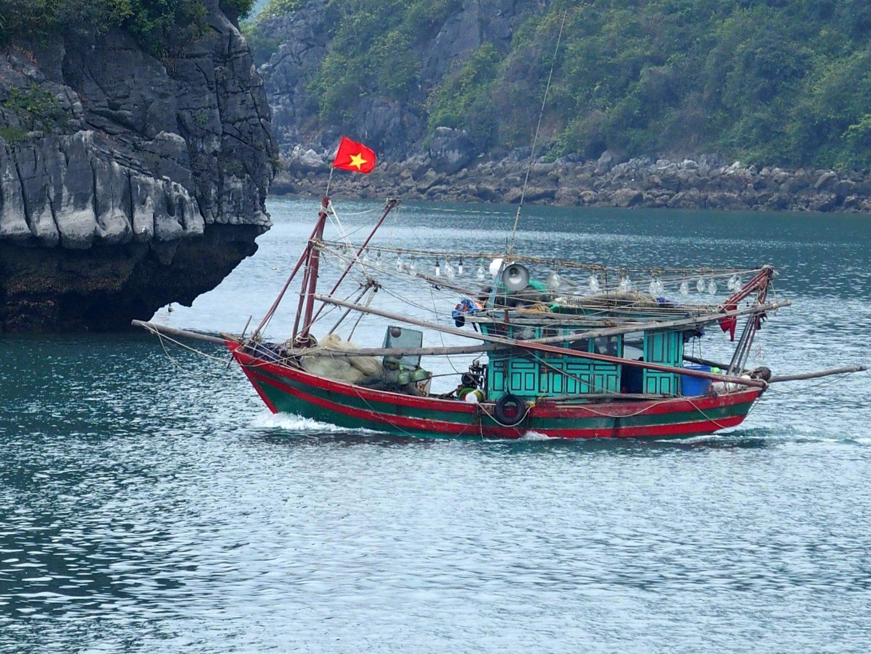 Bateau de pêche Baie Halong Vietnam