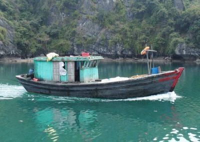 Bateau de pêche Baie d'Halong Vietnam