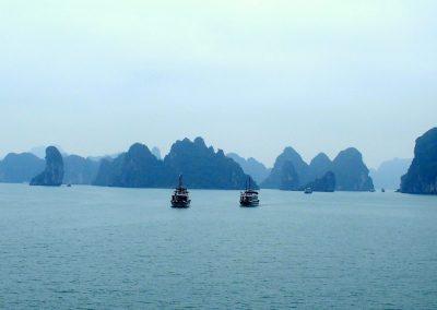 Bateaux croisière en baie d'Halong Vietnam