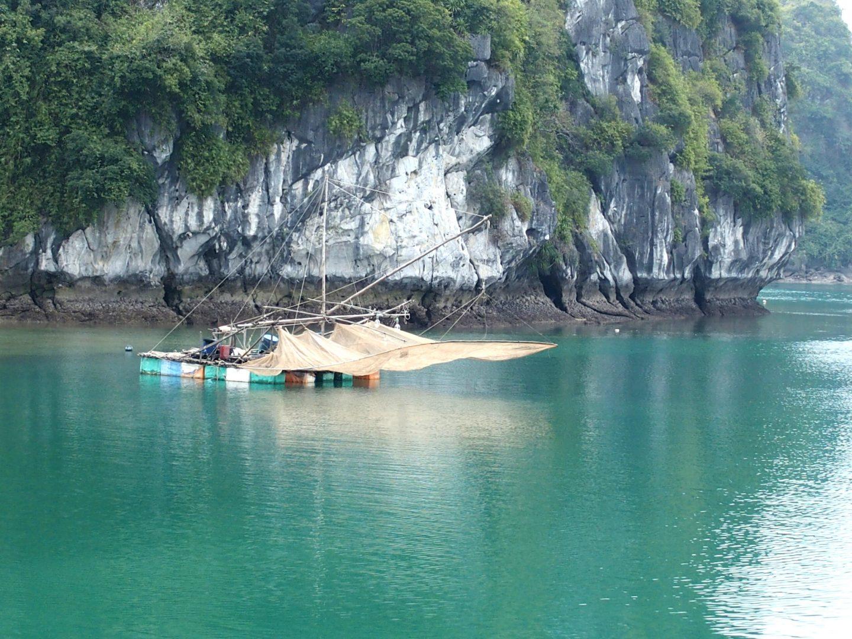 Carrelets de pêche Baie d'Halong Vietnam