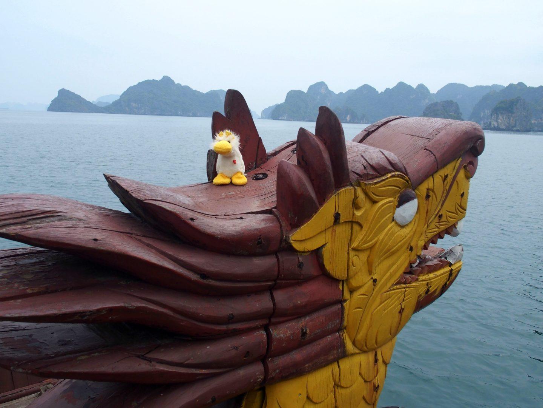 Couinn-Couinn sur tête du dragon bateau Baie d'Halong Vietnam