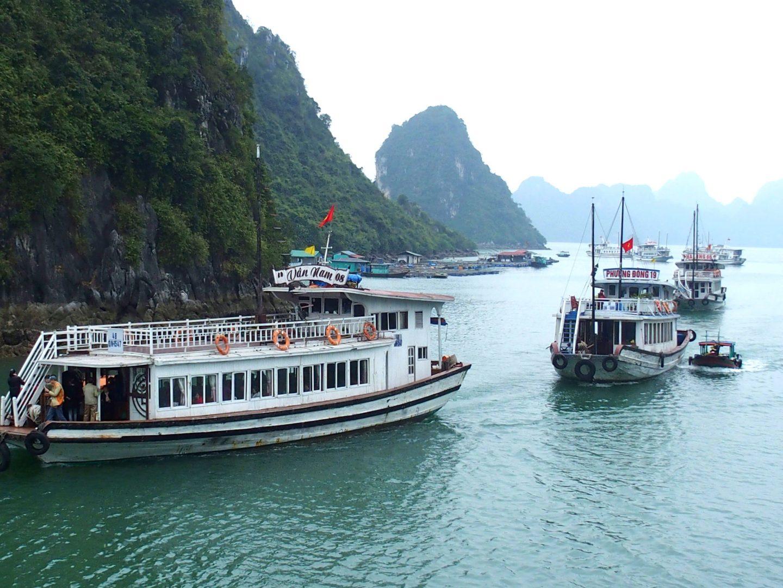 Début de croisière Baie d'Halong Vietnam