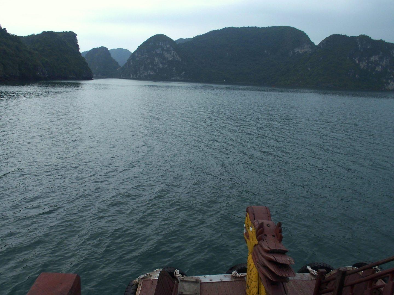 Début de soirée en baie d'Halong Vietnam