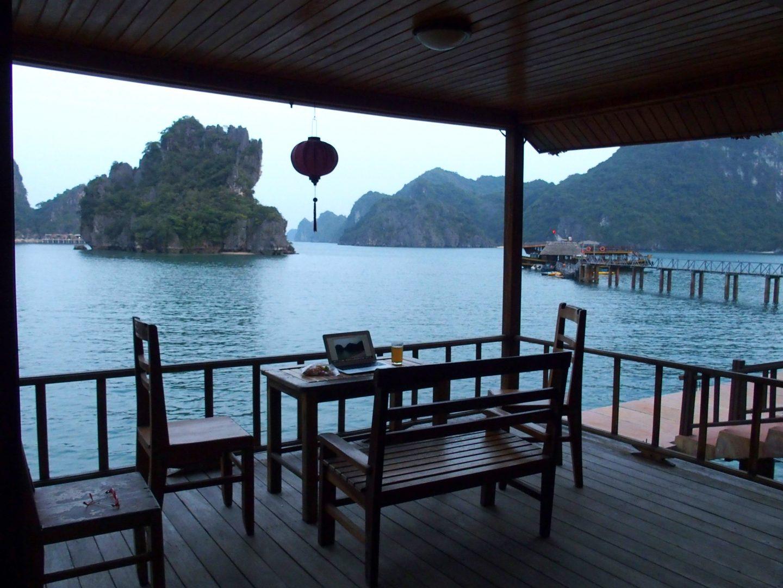 Depuis la terrasse de mon hotel en Baie de Lanh Ha Vietnam