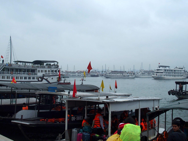 Port de Hongai départ Baie d'Halong Vietnam