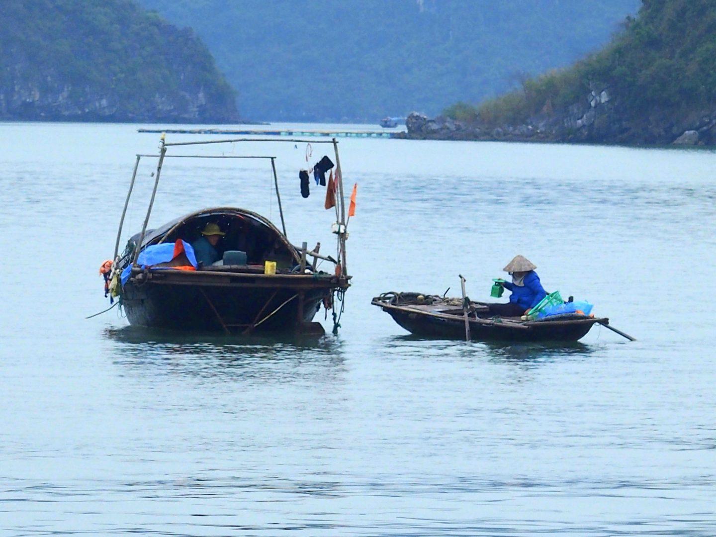 Vie des pêcheurs Baie d'Halong Vietnam