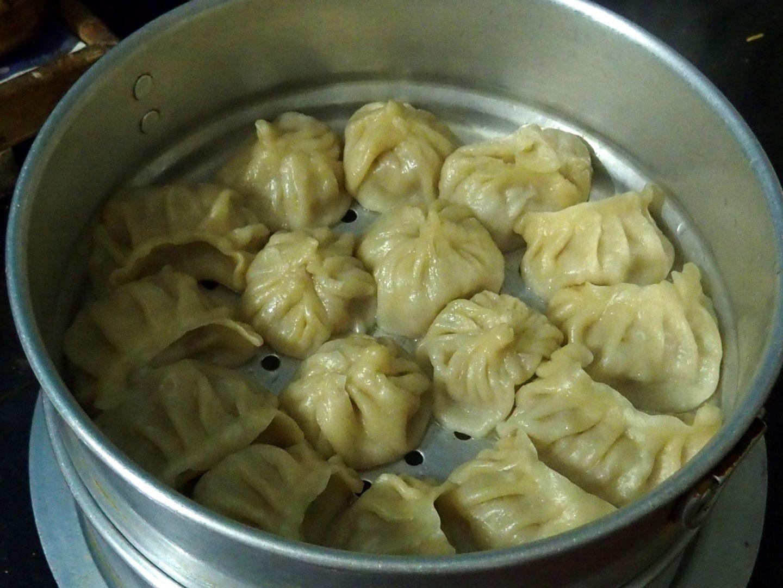 Bon plat de momos au poulet Kalimpong Inde