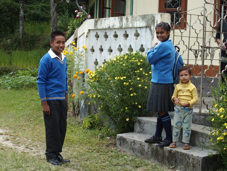 Enfants à la sortie de l'école Kalimpong Inde