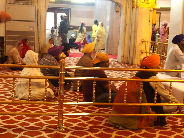 Fidèles sikhs au temple Delhi Inde