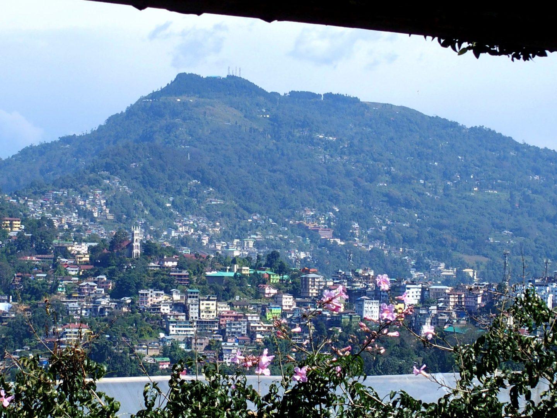 Kalimpong vue depuis la terrasse d'un café Inde