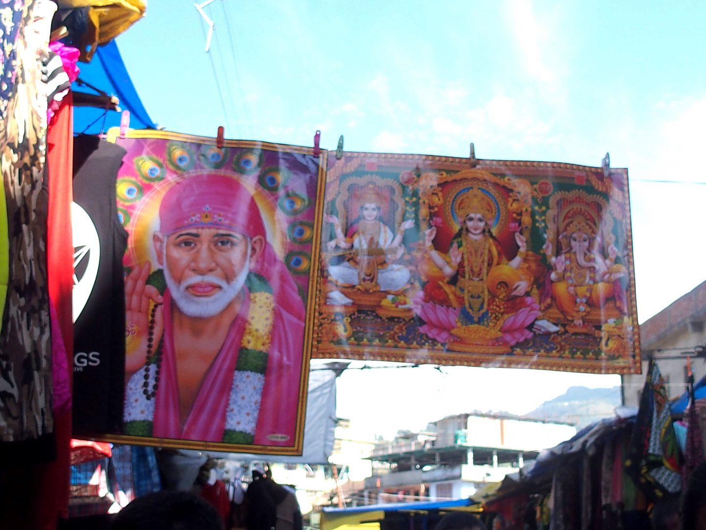 Tentures indiennes dans marché Kalimpong Inde