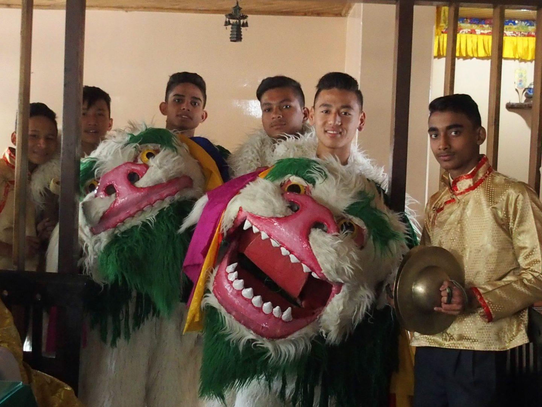 Troupe de jeunes danseurs Kalimpong Inde