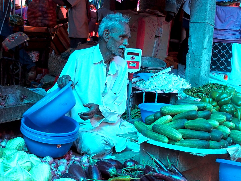 Vendeur légumes marché Kalimpong Inde