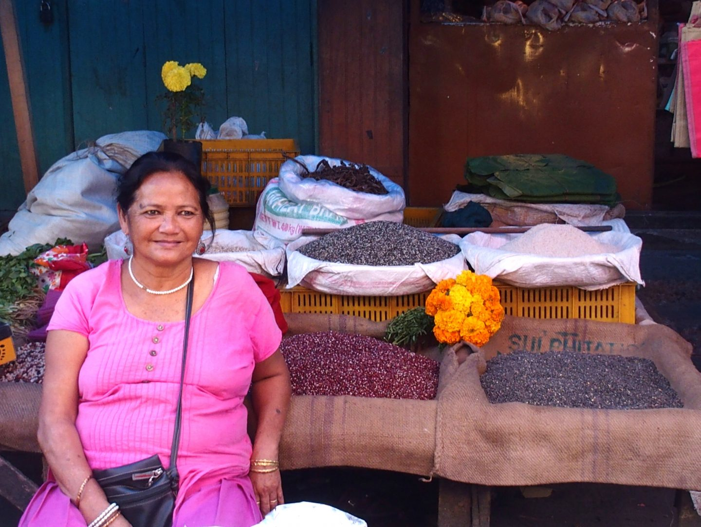 Vendeuse de riz marché Kalimpong Inde