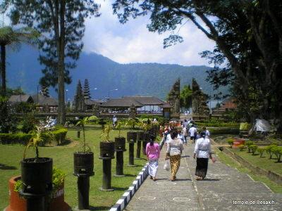 Allée d'entrée Besakih Bali