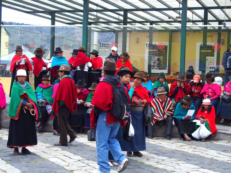 Attente à la gare de Guamote Equateur