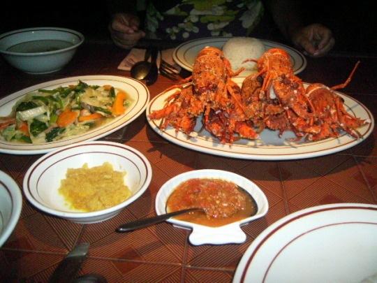 Dîner de homards et légumes guesthouse Tabanan proche Tanah Lot Bali