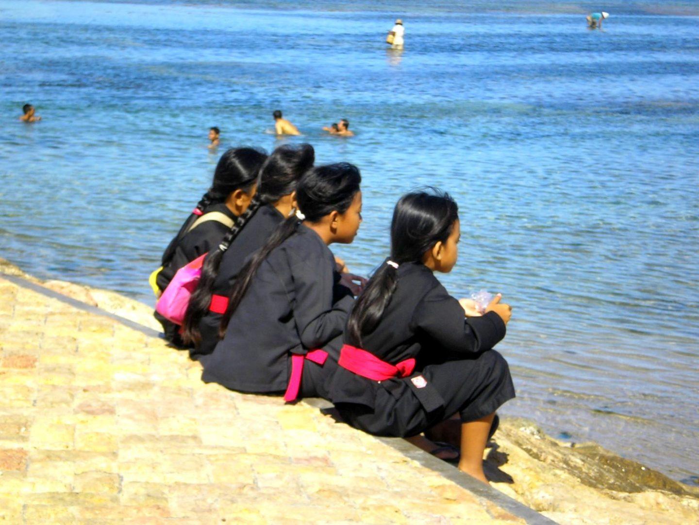 Fillettes à la plage Sanur