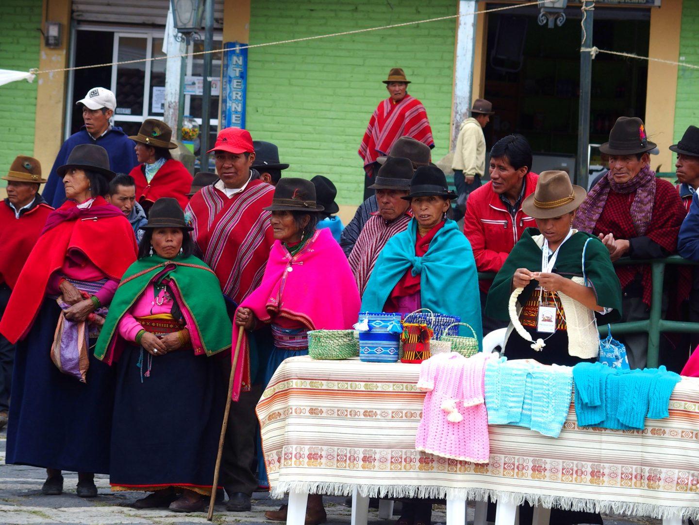 Groupe de femmes gare de Guamote Equateur