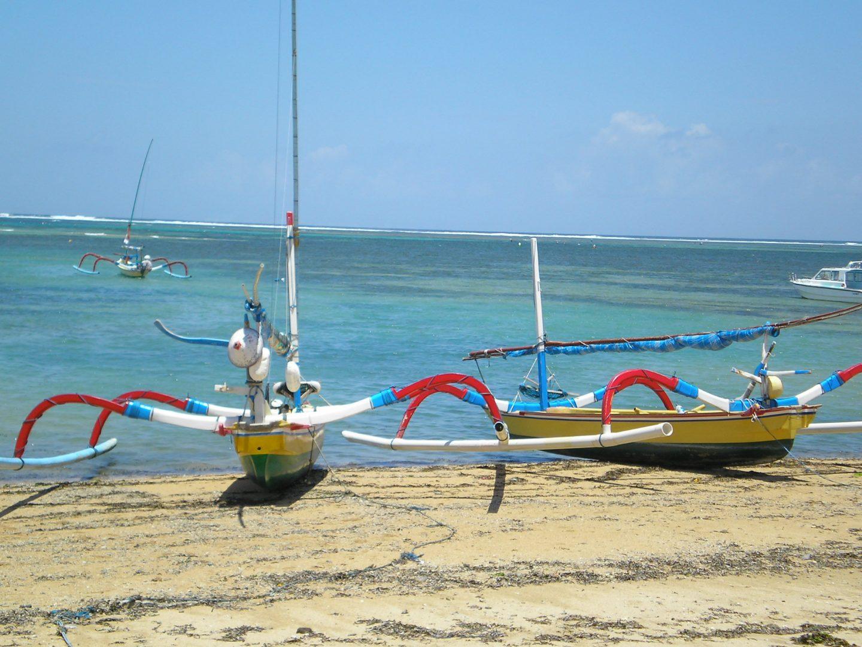 Jolis bateaux plage Jimbaran Bali